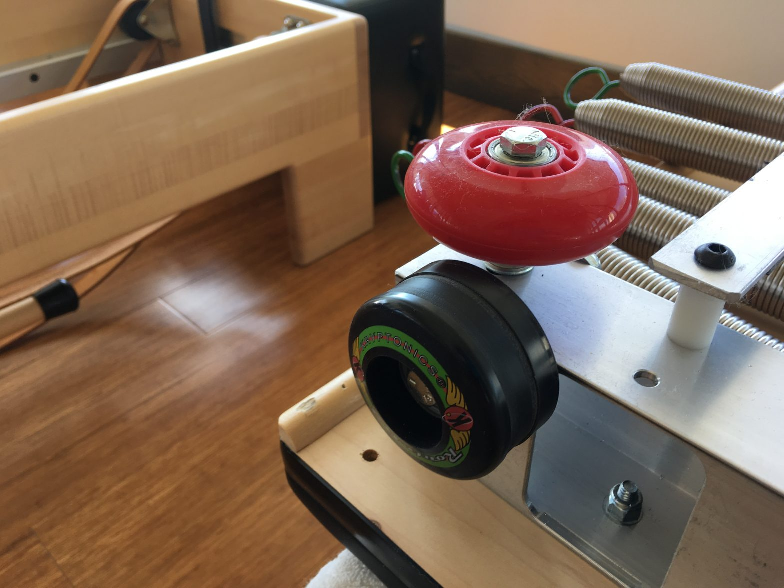 The difference between wheel bushings and bearings